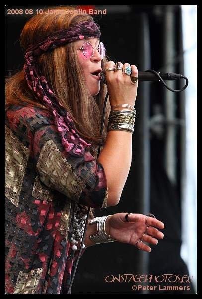 Janis live op festival.jpg 1